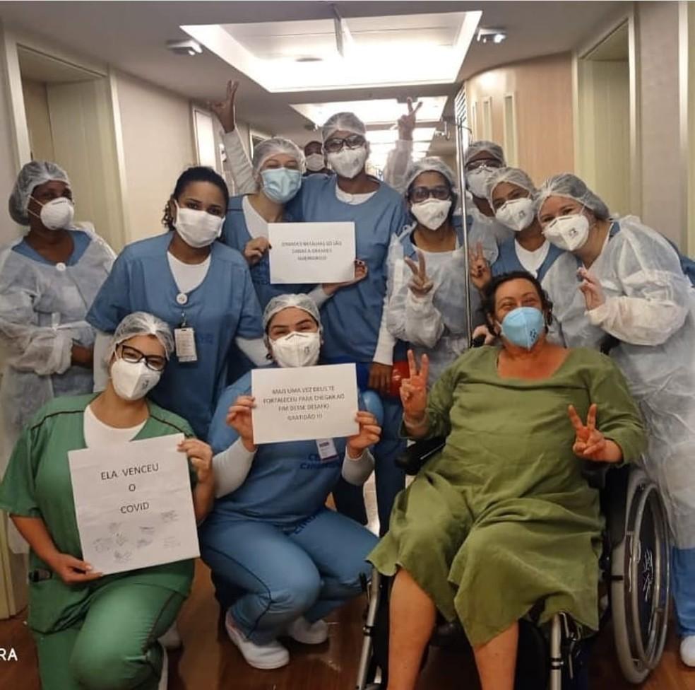 Atriz Barbara Bruno tem alta e deixa hospital curada da Covid-19 — Foto: Reprodução redes sociais