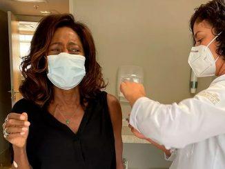 Glória Maria tomou a vacina contra a Covid-19 — Foto: Instagram