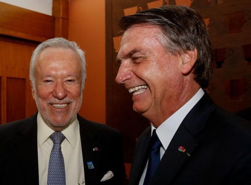 Bolsonaro defende Alexandre Garcia